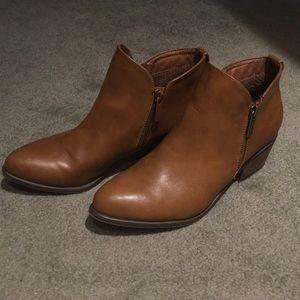 BRECKELLE'S brown booties